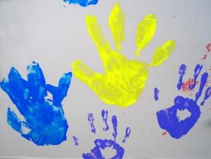 odciski malowane rąk