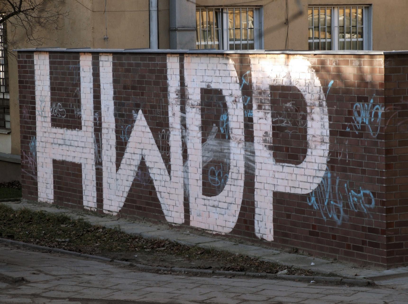 napis na murze hwdp