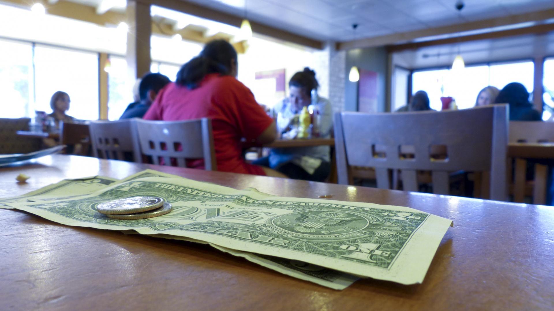 napiwek dolar - zarabianie na facebooku